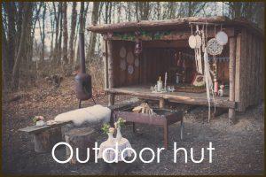 huwelijksaanzoek in een outdoor hut
