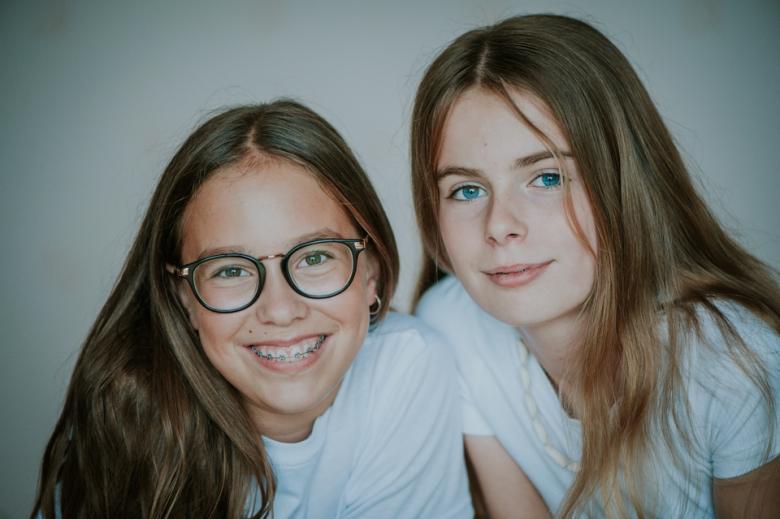 Nieuwe vriendinnetjes door Nickie Fotografie.