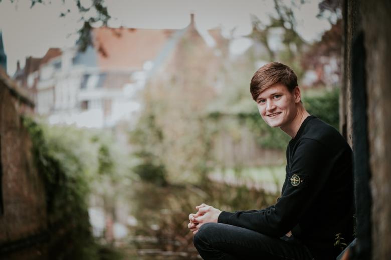 Jongensportret in Dokkum door Nickie Fotografie.