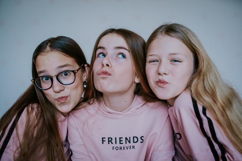 Friends forever door Nickie Fotografie.