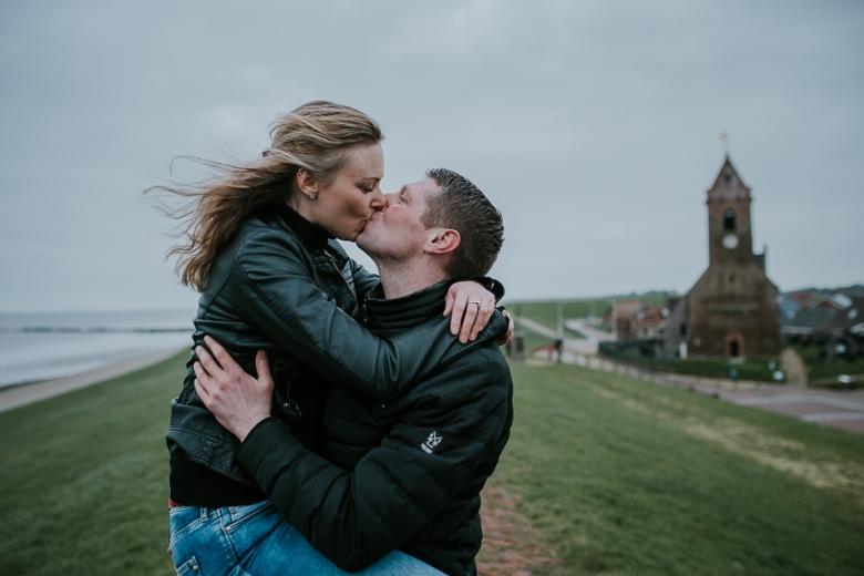 Loveshoot in Friesland door Nickie Fotografie.